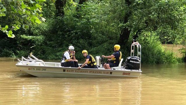 Canoe Overturns On Duck River 4 People Rescued